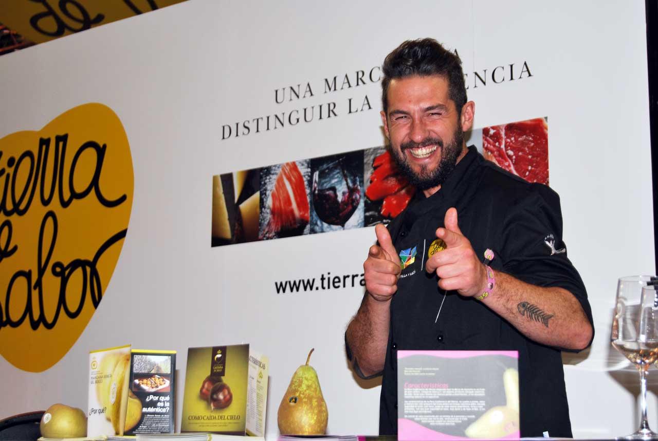 Chef Peña en el stand de Tierra de Sabor
